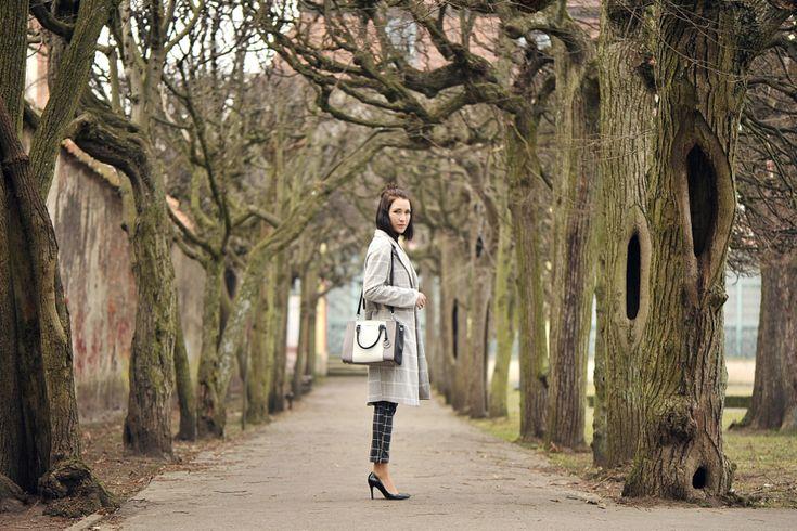 płaszcz-w-kratę-stylizacja #street #style #street #fashion #window #pane #check #checkered #pants #checkered #coat #oversized#coat #elegant #outfit #michaelkorsbag #sutton #michaelkors #outfit