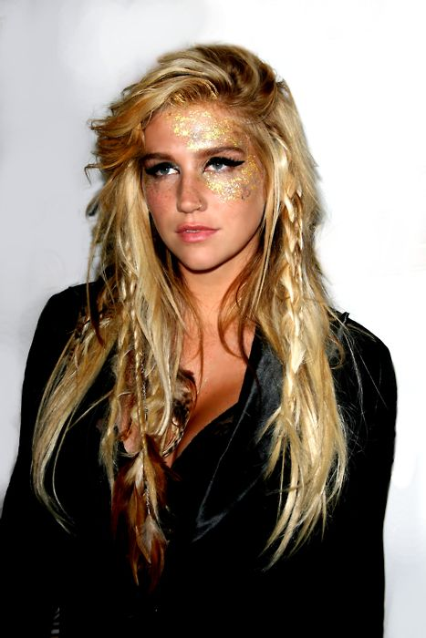 Ke$ha can actually sing, people just prefer her as the trashed party type. She's gorgeous nonetheless.