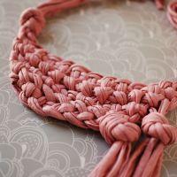 "Make a Stunning Knotted Neckpiece+(via+<a+href=""http://craft.tutsplus.com/tutorials/jewellery/make-an-amazing-knotted-neckpiece-from-old-t-shirts/"">craft.tutsplus.com)"