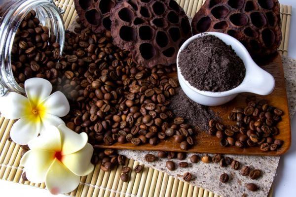 Beneficios del café para el cabello - ¡los mejores tratamientos!. Muy conocidos y valorados son los efectos anticelulíticos del café, pero ¿sabías que la cafeína también es una gran aliada para darle fuerza al cabello débil y estimular su crecimiento? Así es, se ha ...
