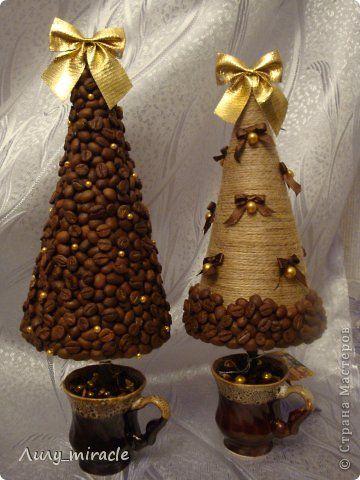 Поделка изделие Новый год Моделирование конструирование Кофейные новогодние ёлочки Бусины Кофе Ленты Шпагат фото 1