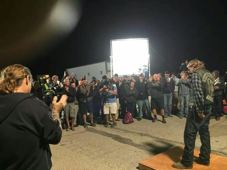 Charlie Hunnam on the set with a final wrap of the series. Im so sad!