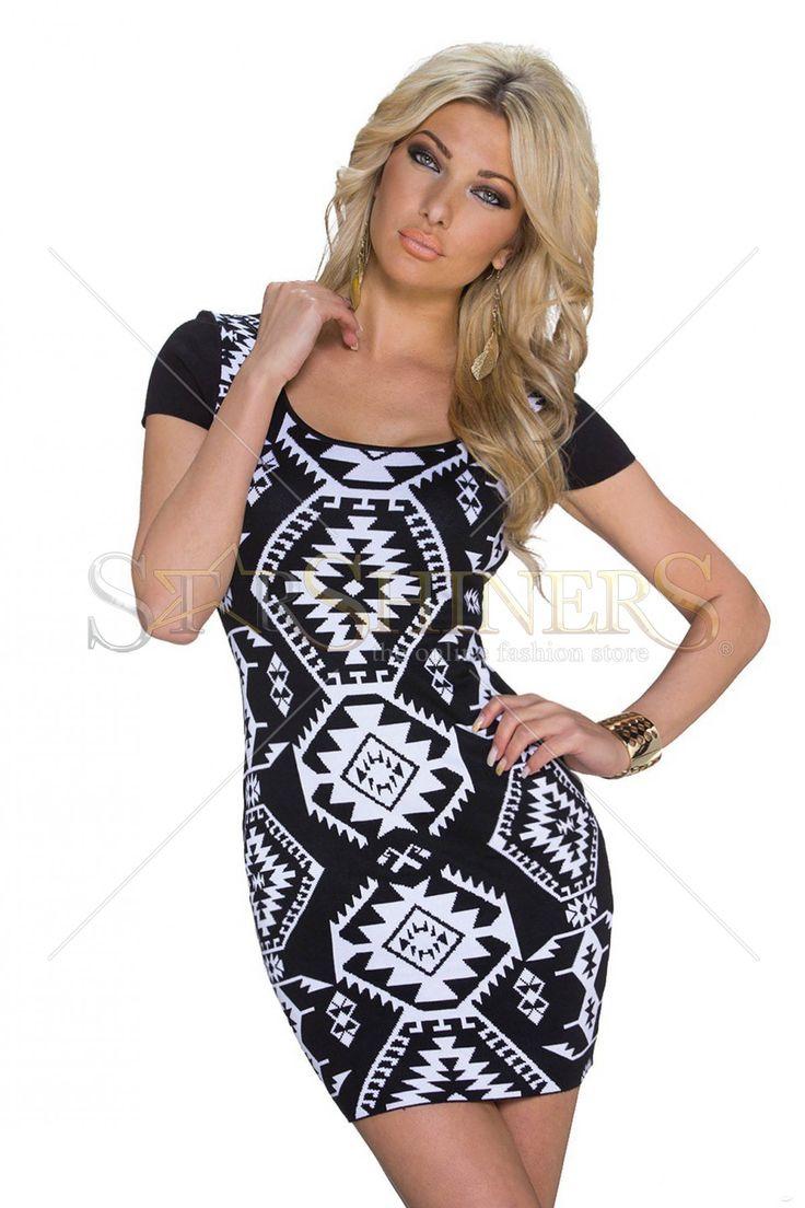 Knitted Plot Black Dress