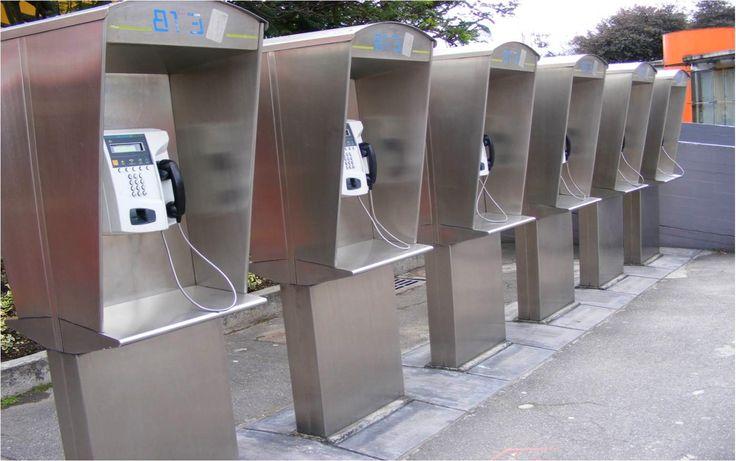 Pensando en la comodidad y bienestar de los transeúntes, diseñamos nuevas cabinas telefónicas elaboradas en acero inoxidable con el fin de proteger su salud y que higiénicamente estén más seguros al llamar desde un teléfono público.