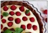 tarta z mascarpone i malinami - Tarta z mascarpone z malinami i białą czekoladą