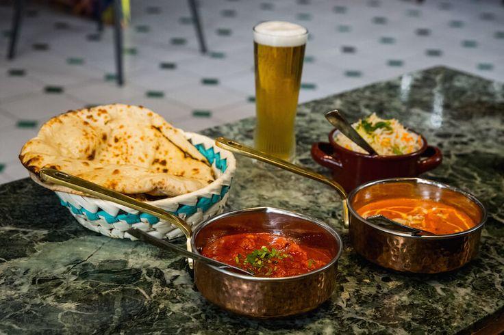 SURYA Cordero Tikka y Butter Chicken con arroz Basmati y Naan de queso y el chapati con mantequilla
