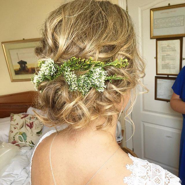 Suzanne 💕 #siansharkeyhairstylist #weddinghairstylistdublin #weddinghair #instahair #instabride #glidehairtoolsupstyle17