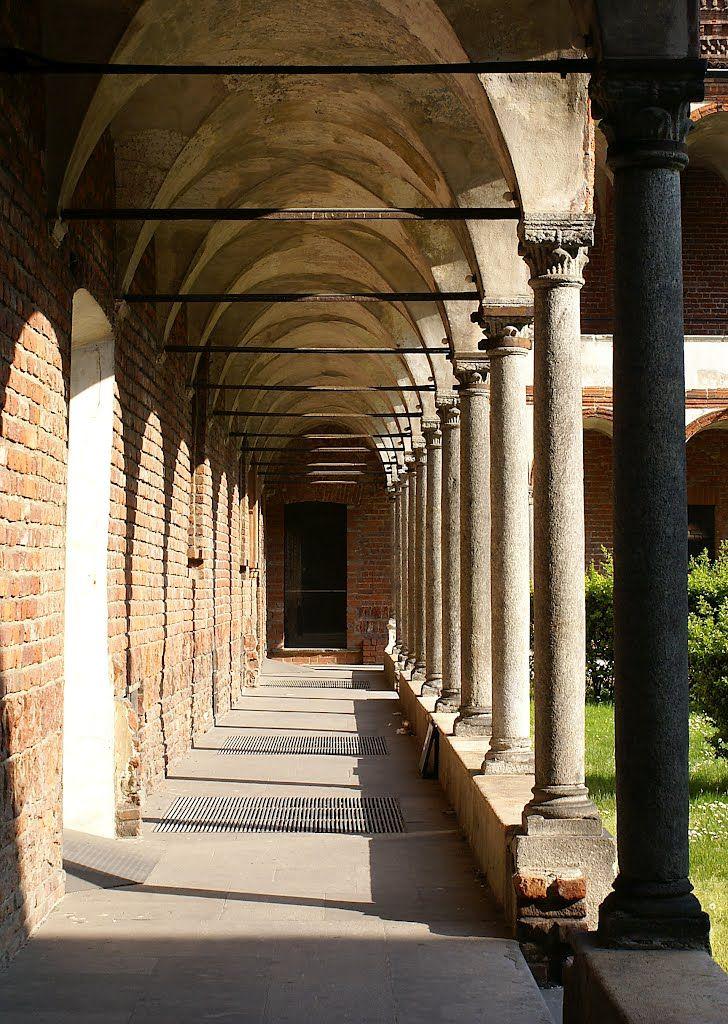 Milano e i suoi tesori: chiostro dell'Università Statale Lombardy