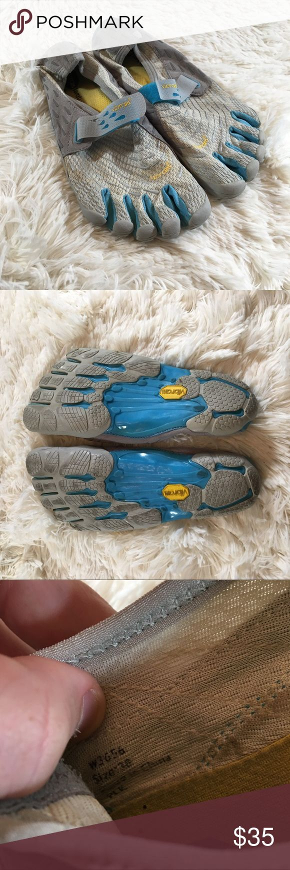 Women's Vibram five finger Women's vibram five finger shoes size 38.    Box../2 Vibram Shoes