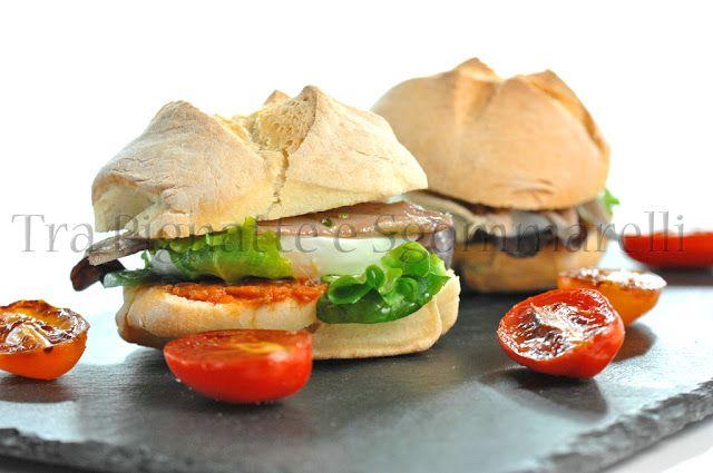 I miei panini - Panino con alici marinate, mozzarella di bufala, valeriana e crema di peperoni | Tra Pignatte e Sgommarelli