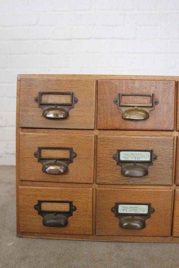 Cassetti di indice di libreria industriale rovere di Ottosantiques
