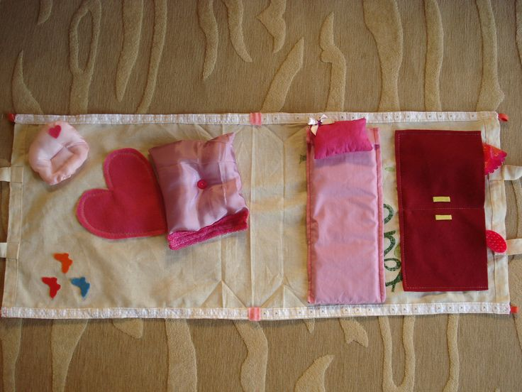 Tote bag portable doll house, the tote bag opens to reveal diffirent themes, like puppy house or a holiday suite on Greek islands.