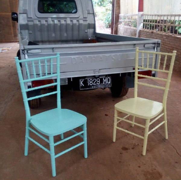 Kursi Tiffany – Vintage Shabby Chic Jepara Goods Woodworking Studio Indonesia. Tiffany chair, Chiavari chair, well manufactured by Jepara Goods Woodworking Studio Indonesia. Kursi Tiffany putih cat duco finishing halus kualitas ekspor.