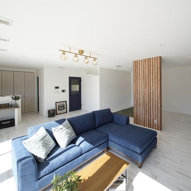 リビングダイニングは皆がくつろげる空間に フローリングと壁紙の色を統一したことで奥行きがでて広く感じられますね Udhome 男前インテリア インテリア 撮影 注文住宅 家 家づくり 自由設計 新築 マイホーム 暮らし 住まい 楽しい リビング