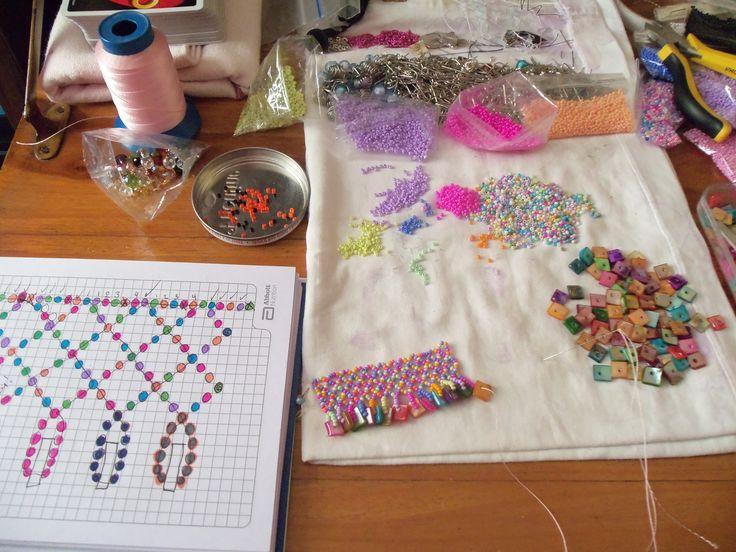 ARTE & BISUTERIA Crear y aprender