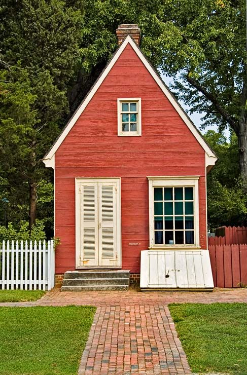 Small Williamsburg house: Williamsburg Houses, Little Houses, Tiny Houses, Storms Shelters, Colonial Williamsburg, Small Williamsburg, Small Spaces, Small Houses, Red Houses