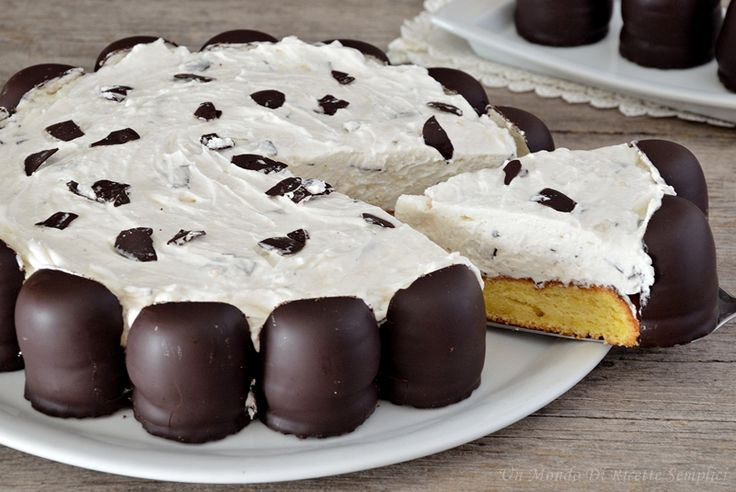 La torta moretta è una torta semplice da preparare che piace a grandi e bambini, così chiamata perchè decorata con i moretti.