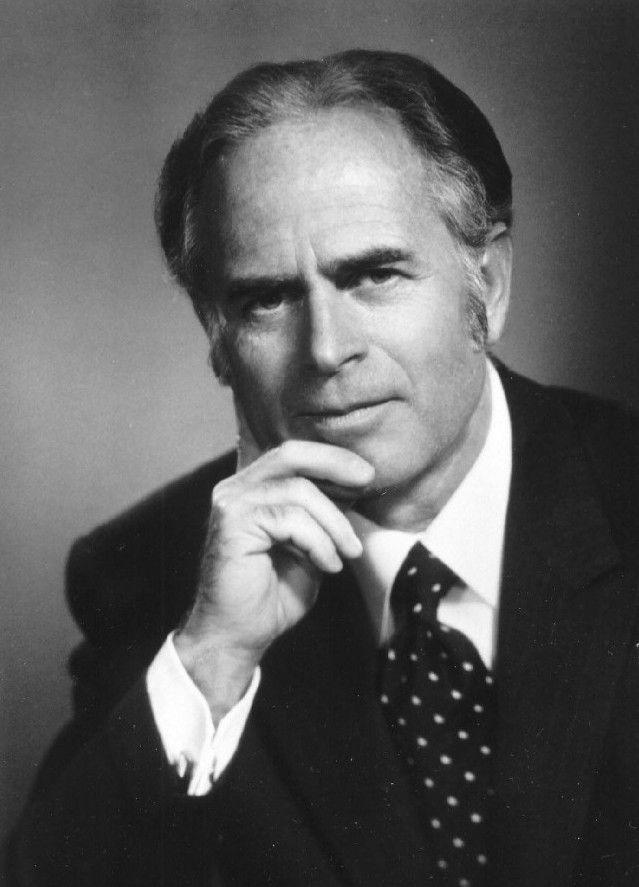L'uomo che ha influenzato di più il «ministerio» di Billy Graham Questo è il predicatore Stephen F. Olford (1918-2004), che Billy Graham ha definito «l'uomo che ha influenzato di più il mio ministe...