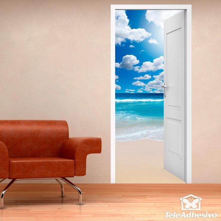 Vinilo decorativo de puerta abierta a una playa y nubes