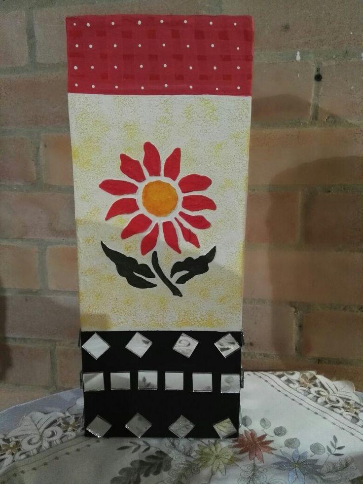 Jarrón de cartón decorado con vidrio y textura!!