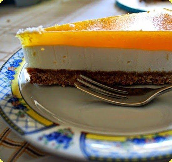 Cheese cake fredda allo yogurt con purea di ananas.