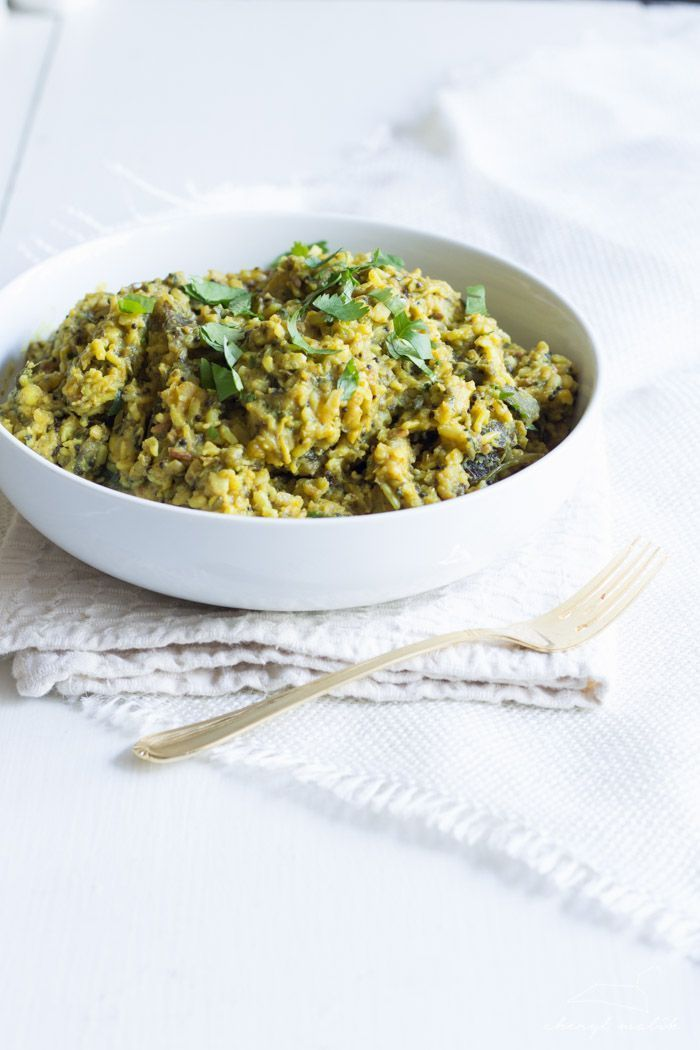 Kitcheri ou khichadi est un plat ayurvédique composé de céréales, de légumineuses, d'épices, de légumes et de ghee. C'est un plat digeste et tridoshique, c'est à dire qu'il convient aux trois dosha...