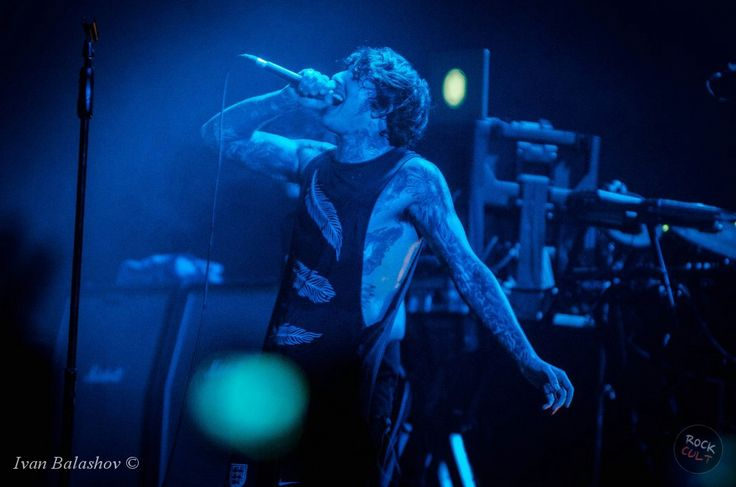 Оливер Сайкс сравнил BMTH с FOB - http://rockcult.ru/oliver-sykes-compared-bring-me-the-horizon-to-fall-out-boy/