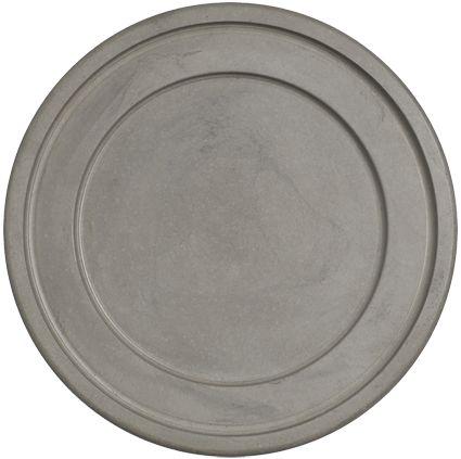 Creëer een gezellige sfeer in huis met de kaarsen van Bolsius! Intiem dineren bij kaarslicht of lekker bijkletsen met vrienden. Bolsius heeft verschillende soorten en maten om er een fantastische avond van te maken! Plaats meerdere kleuren bij elkaar op een schaal óf zet de kaars in een kandelaar of windlicht. Dit is de Bolsius onderzetter rond beton 3/5-pit grijs