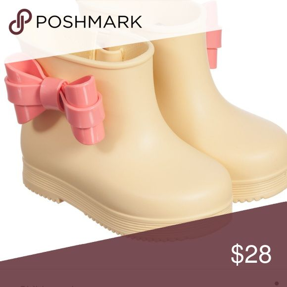 Mini Melissa boots Adorable and sold out mini Melissa rain boots for your toddler girl. Size 5/6.  Light yellow with pink bow on sides. My daughter loved them and only wore twice thy are practically brand new. Clean. Paid full price of $65 Mini Melissa Shoes
