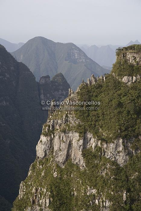 http://www.fotografiasaereas.com.br/loja/categoria-produto/natureza/    Fotografias Aéreas da natureza: montanhas, lagos, mar, rios, florestas, vegetação, serrado, desertos, pantanal, serras, árvores, etc