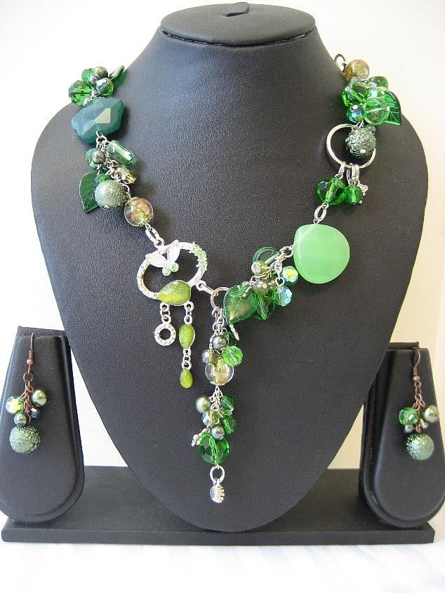 Green Beaded Necklace - I'm not much into jewelry, but I like this!