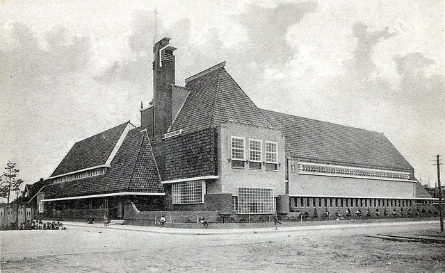 Groningen Zaagmuldersweg met Theo Thijssenschool ca. 1930   Flickr - Photo Sharing!