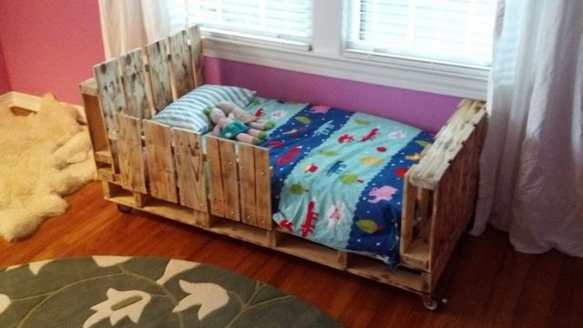 DIY Toddler Pallet Bed