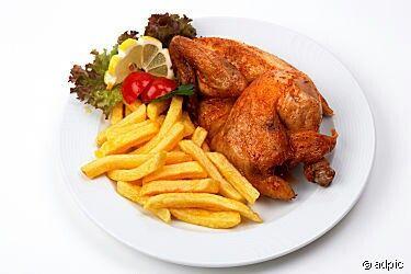 Leckeres Essen Halbes Hähnchen Mit pommes salat | Gutes ...