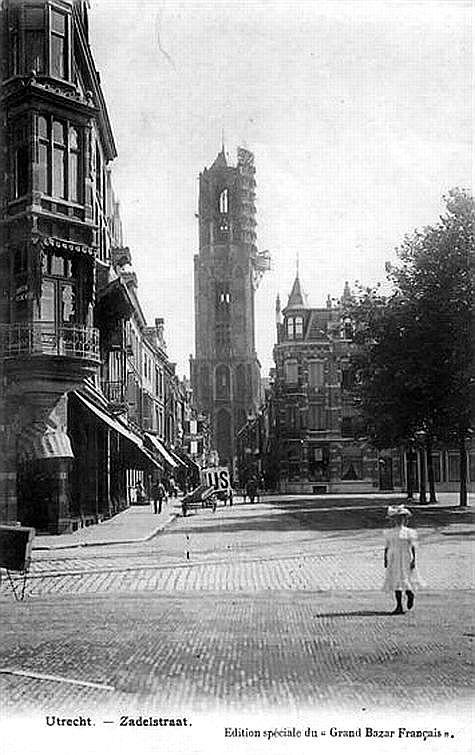 Mariaplaats (1904). De restauratie van de domtoren is in 1903 begonnen en zou tot 1931 duren