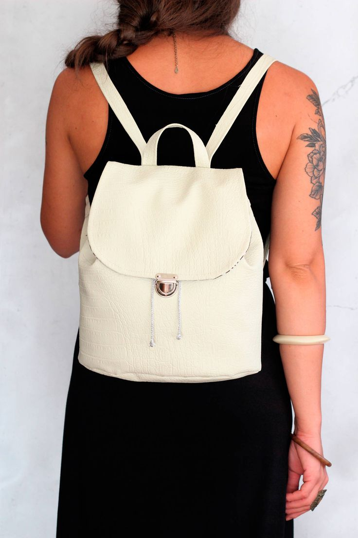 Bucket backpack in vegan leather bianco avorio. Zaino in