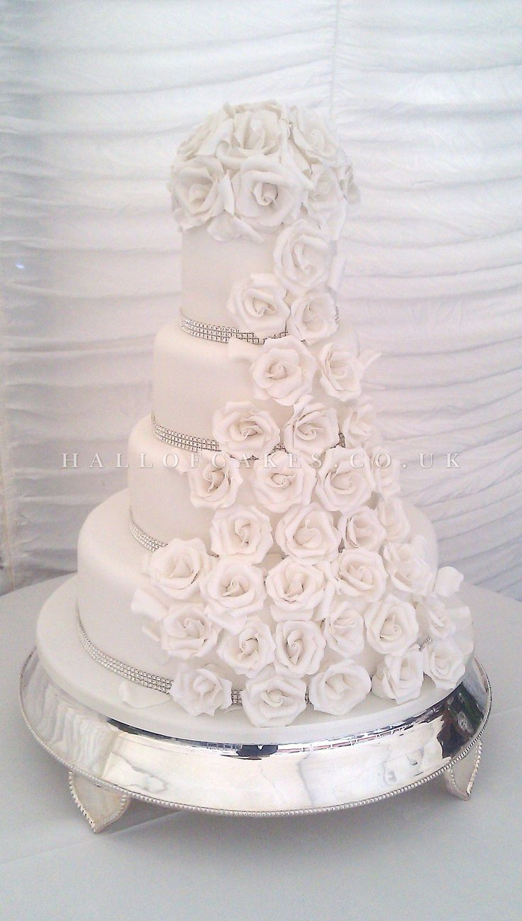 White Roses On An All Cake