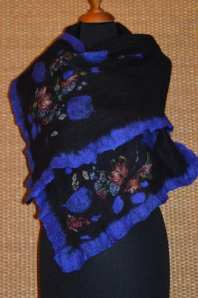szal filcowany,z niebieskim, nunofelt, nuno filc w hand made by justka na DaWanda.com