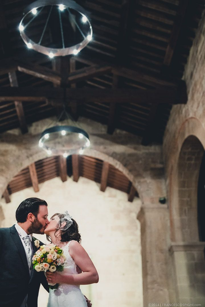 Tuscany Wedding Photographer | Italy | Val d'Orcia | Kiss in ancient Church |