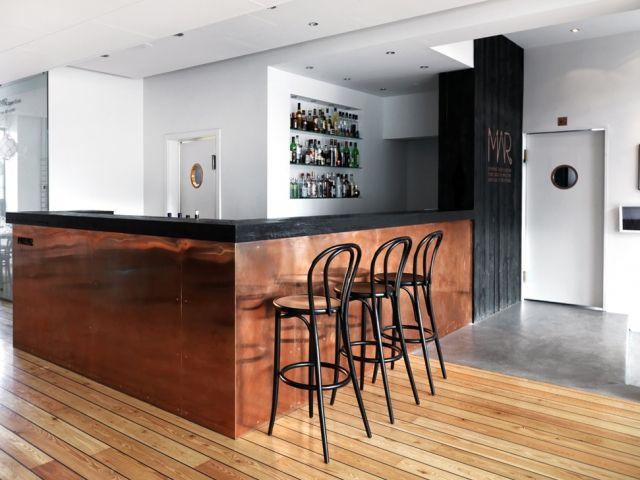 https://i.pinimg.com/736x/f1/27/39/f127390daeb6f828812e21effe6bf687--shop-layout-copper-interior.jpg