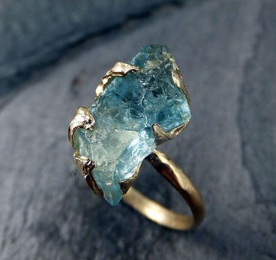 Compromiso de boda anillo de oro sin cortar aguamarina anillo Solid 14K cruda áspera piedra preciosa declaración anillo apilamiento anillo cóctel anillo byAngeline
