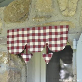 Cantonniere Vichy Rouge Coeurs decoration Cuisine chez cosydeco.com