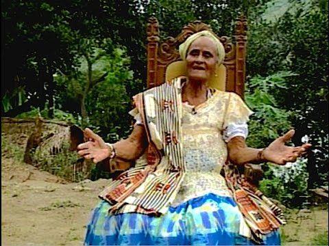 """Gaiaku Luiza: Força & Magia dos Voduns - (53min).     Publicado em 17 de julho de 2015 Gaiaku Luiza: FORÇA E MAGIA DOS VODUNS 53min.    Direção, Roteiro e Edição: Soraya P C Mesquita Realização: IRDEB - TVE Televisão Educativa da Bahia (2004/05)    O porte de rainha e o traje impecável impressionaram Dorival Caymmi, atento à velha São Salvador. Tanto que ele providenciou uma foto da baiana de acarajé Luiza Franquelina da Rocha, que serviu de inspiração para a música """"O que é que a baiana…"""