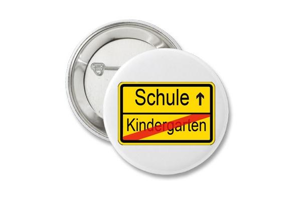 Button Einschulung, Schulkind, Schulanfang  Schule / Kindergarten  Der Button hat einen Durchmesser von 38mm und kann mit seiner Sicherheitsnad...