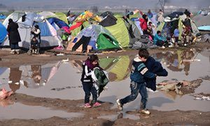 Syrian refugees: more than 5m have now fled country, says UN and urges countries to step up resettlement efforts
