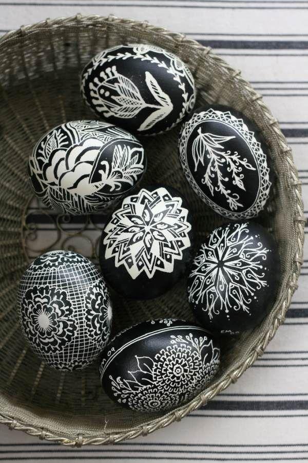 gestaltung ideen-Ostereier Design-schwarz weiß-mit Pinsel-bemalen