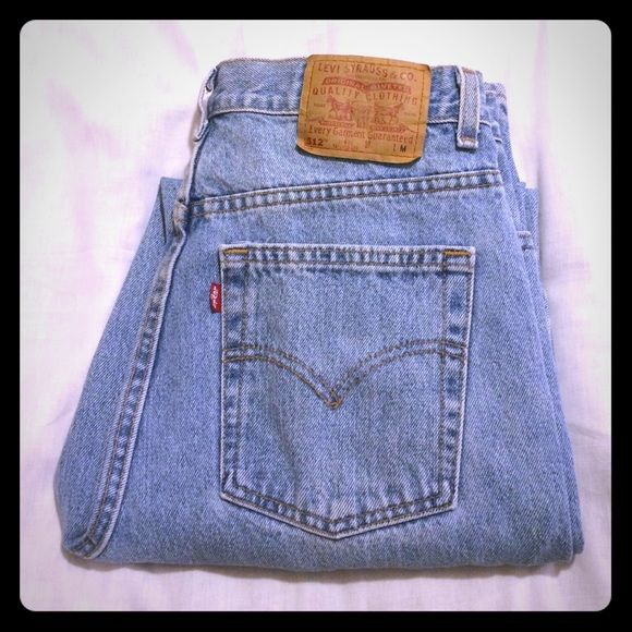 """Pants & Jeans SALE Levi's Women's 512 Jeans Levi's original red tag 512 slim fit, tapered leg.  Light wash, like new condition!  Rise 12"""", inseam 30"""", waist 15.5"""". Levi's Jeans Straight Leg"""