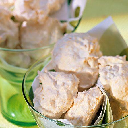 Egy finom Pofonegyszerű kókuszos habcsók ebédre vagy vacsorára? Pofonegyszerű kókuszos habcsók Receptek a Mindmegette.hu Recept gyűjteményében!