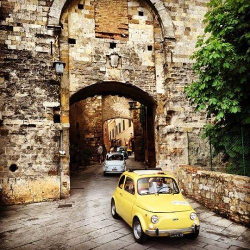Fiat 500 in Montepulciano Toscana #TuscanyAgriturismoGiratola