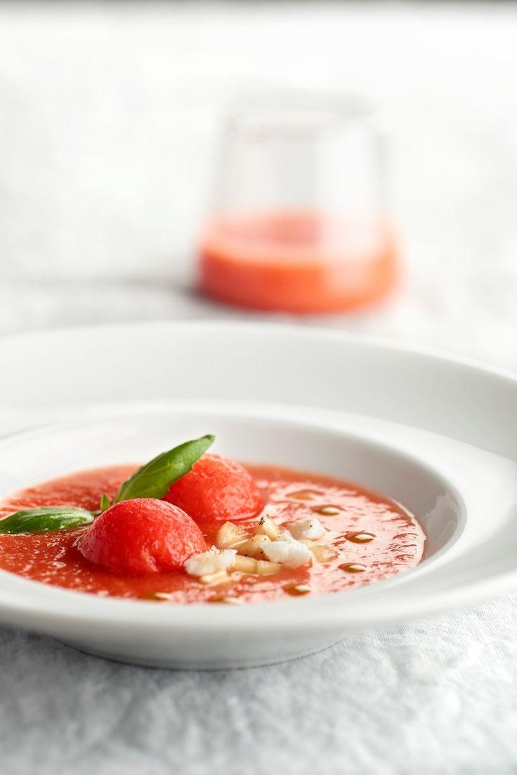 Sopa de tomate y sandía con aceite de albahaca gazpacho